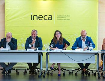 Asistimos al encuentro de trabajo organizado por Ineca con Mónica Oltra