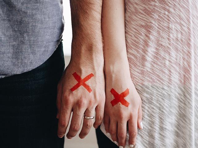 ¿Cómo se reparten los bienes en caso de divorcio en separación de bienes y gananciales?